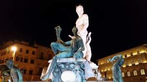 Florence at night. Fountain.
