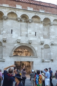 The golden gate. The main entrance into the palace.