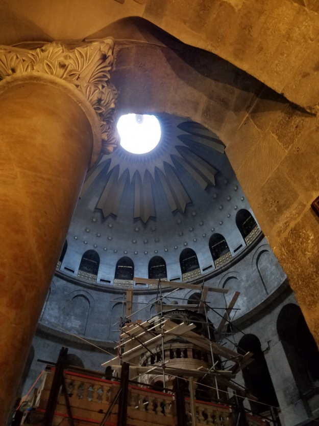 The rotunda that encloses the tomb.